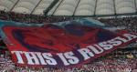 foto Profimedia - Velký transparent, který rozvinuli ruští fanoušci při utkání s Polskem v hledišti varšavského Národního stadiónu za zvuků ruské hymny