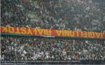 stadion Legie s ukořistěným transparentem